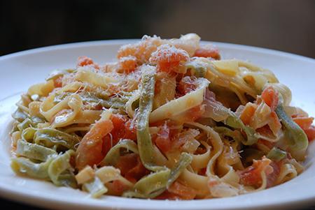 פטוצ'יני עם וודקה, שמנת ועגבניות