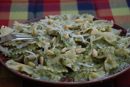 פסטה קצרה עם רוטב פסטו-זוקיני ירוק