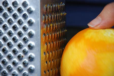 גירוד תפוז. אפשר לבחור בפירות הדר אחרים אם מתחשק